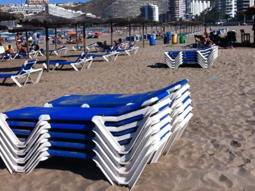 Шезлонги из пластика и ткани (Италия, Испания)